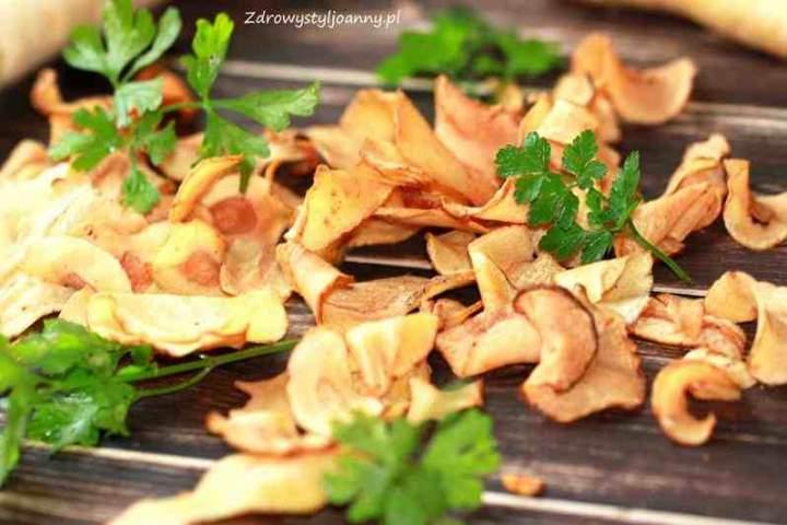 Pieczone chipsy z pietruszki. Chipsy pietruszkowe.
