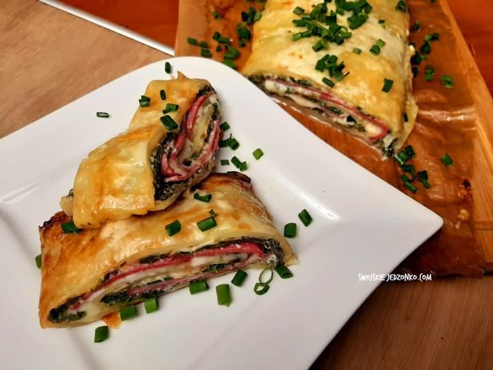 Rolada ziemniaczana ze szpinakiem i salami