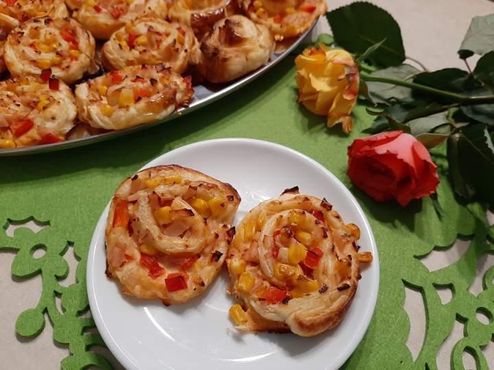 Ślimaczki z ciasta francuskiego z szynką i serem