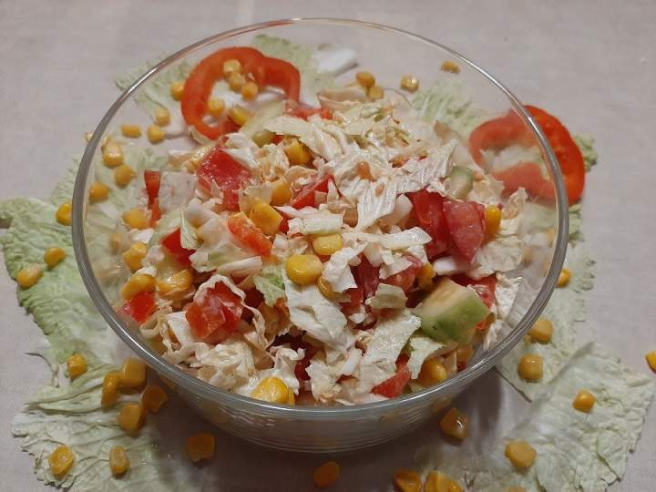 Surówka z kapusty pekińskiej w sosie jogurtowo-musztardowym