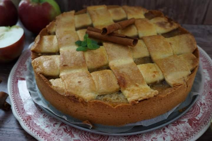 Szarlotka babci + prażone jabła z cynamonem