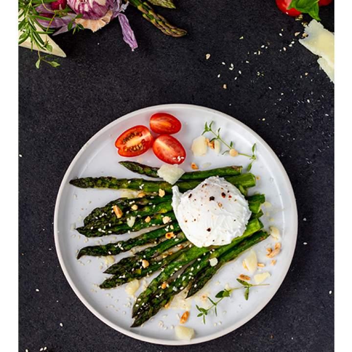 Szparagi smażone na maśle czosnkowo ziołowym