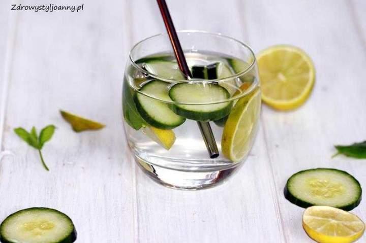 Właściwości zdrowotne picia wody ogórkowej. Woda z ogórkiem.