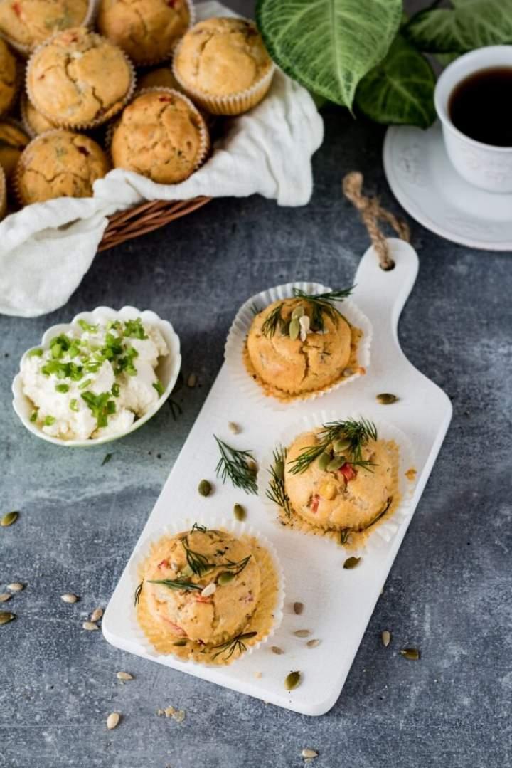 Wytrawne muffinki z szynką i warzywami