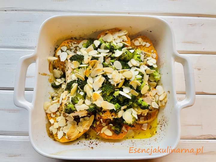 Zapiekanka z łososia z batatami i brokułem
