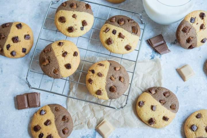 Ciasteczka z kawałkami czekolady (dwukolorowe)