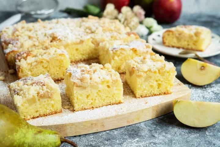 Ciasto ucierane z gruszkami i kruszonką