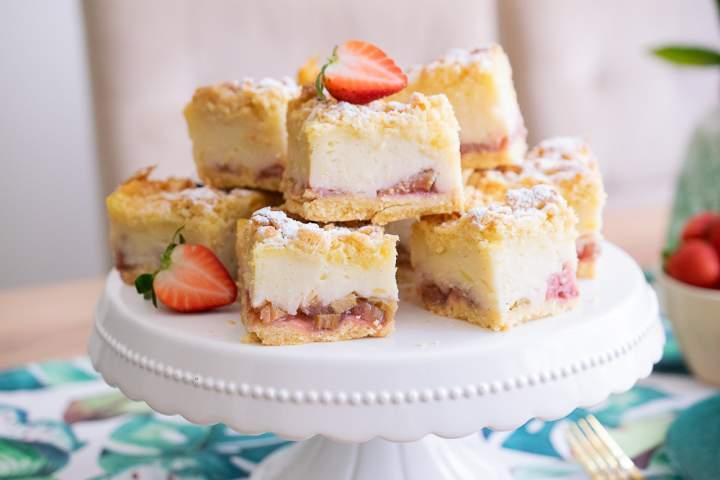 Ciasto z budyniem i truskawkami