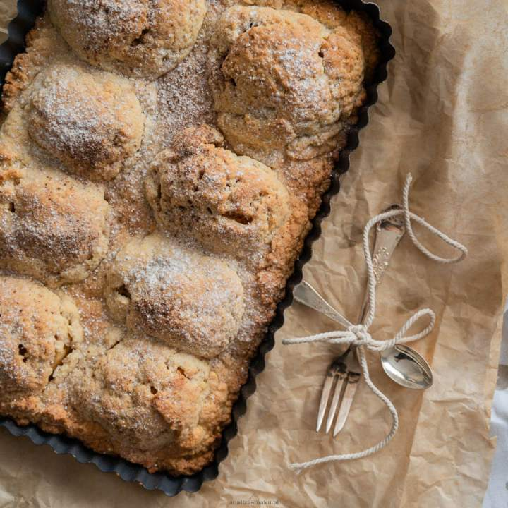 Ciasto kruche z połówkami jabłek