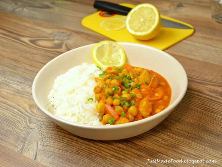 Curry z kurczakiem i ciecierzycą