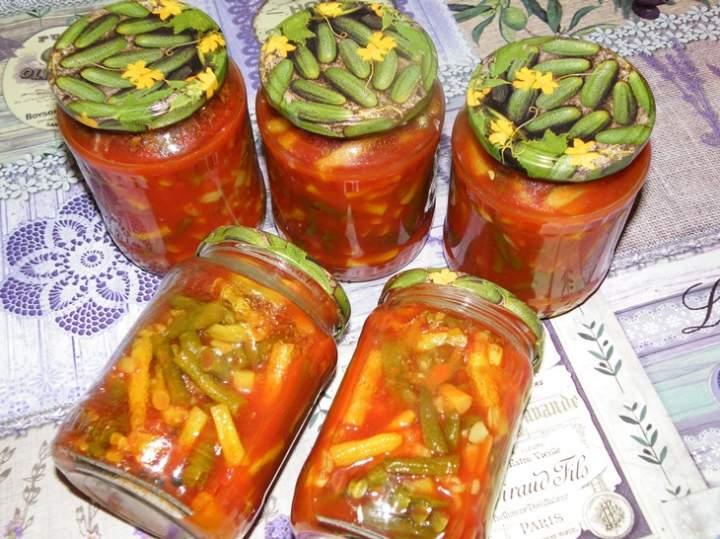 Fasolka w zalewie pomidorowej w słoiki na zimę
