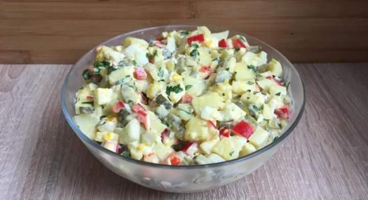 Sałatka ziemniaczana, idealna do mięs i grilla