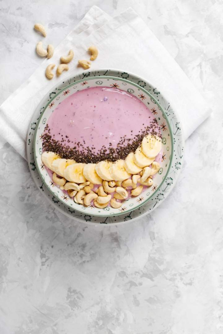 Jagodowe smoothie bowl z bananami