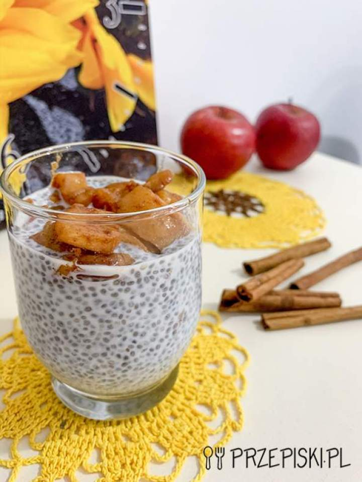 Pudding Chia z Jabłkiem i Cynamonem