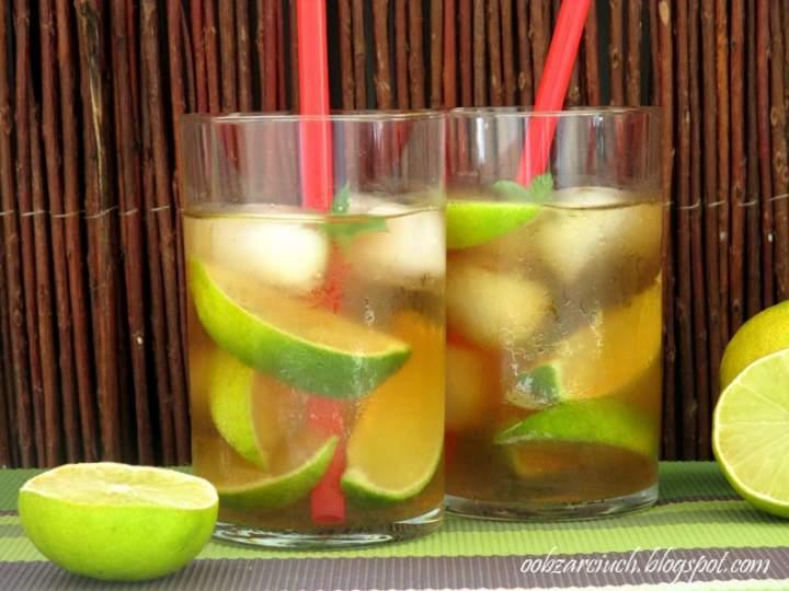 Orzeźwiający napój z trawy cytrynowej