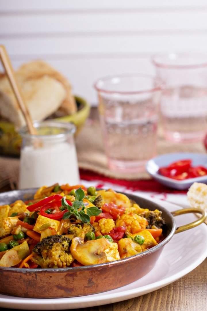 Curry z tofu i warzywami