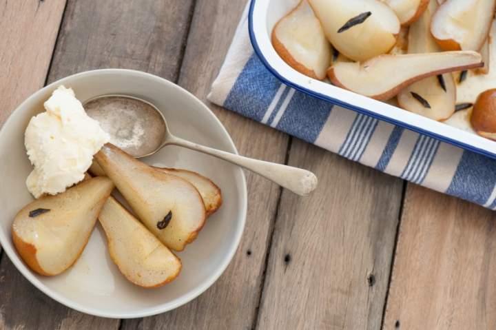 Pieczone gruszki z ricottą i orzechami