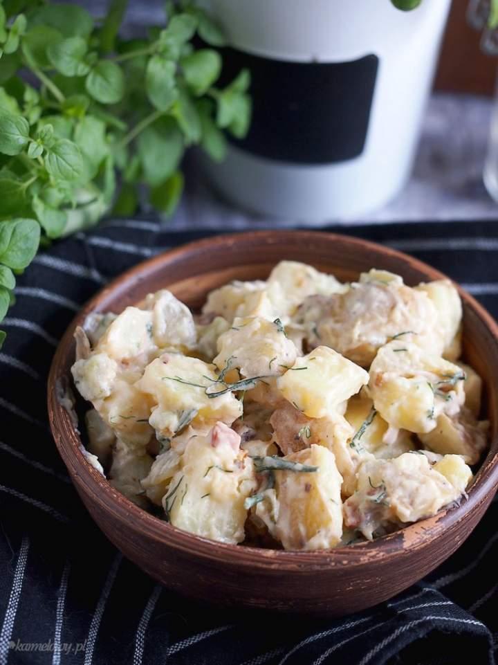Sałatka ziemniaczana z boczkiem i ogórkami kiszonymi / Potato salad with bacon and dill pickles