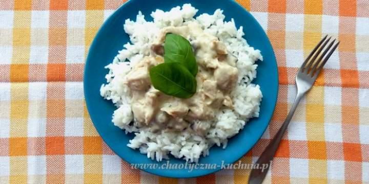 Sos pieczarkowy z kurczakiem i ryżem