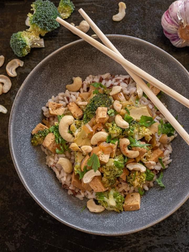 Tofu w sosie hoisin z brokułami