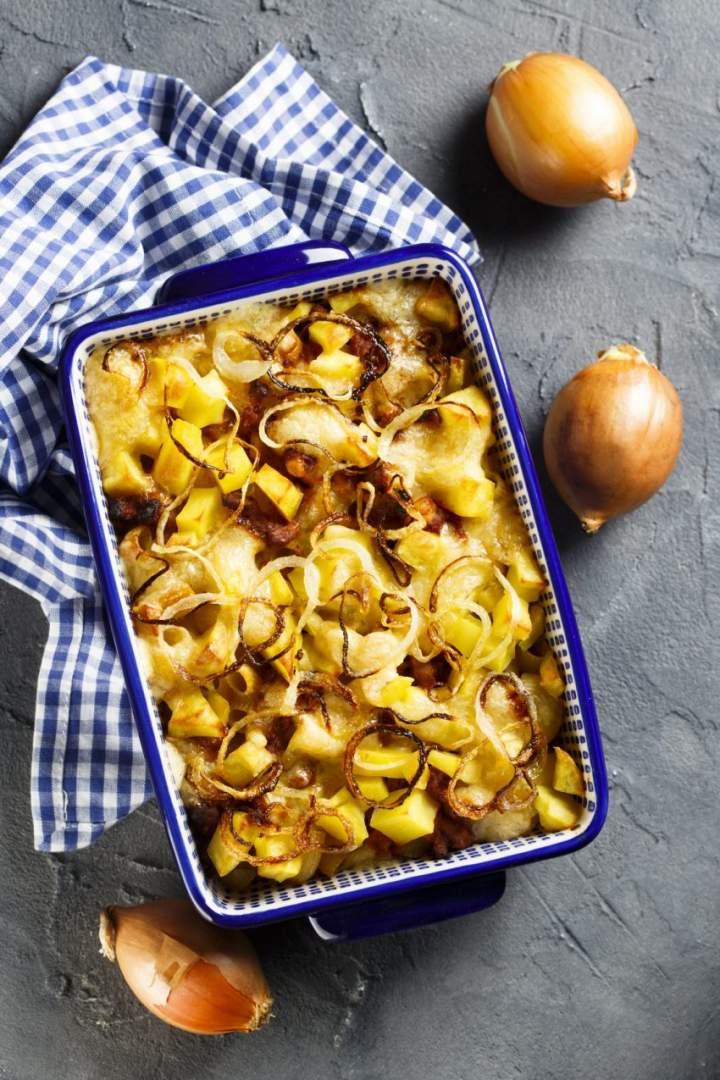 Jesienna zapiekanka z ziemniakami i boczkiem