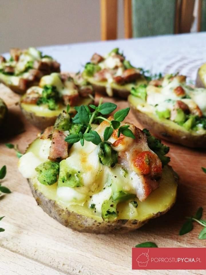 Faszerowane ziemniaki zkiełbasą, brokułami imozzarellą